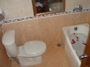 Travelmate Hanoi Hotel Hanoi - Bathroom