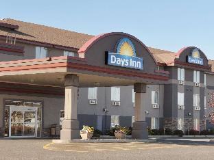 Days Inn & Suites by Wyndham Thunder Bay