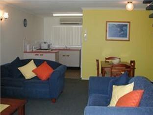 Bayshores Holiday Apartments2