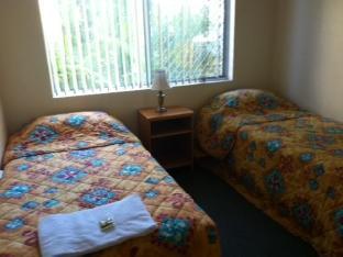 Bayshores Holiday Apartments3