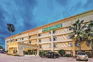 La Quinta Inn & Suites Houston Baytown East