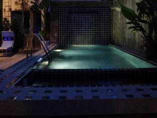 Taro Hotel Phuket - Kolam renang