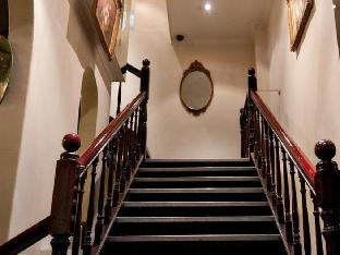 Ambassadors Hotel4