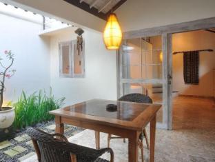 Villa Kresna Boutique Villa Bali - Balkons/terase