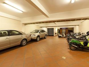 Golden House International Hotel Phnom Penh - Parking Space