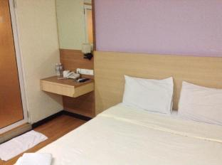 Malaysia Hotel Accommodation Cheap | Maxim Hotel Kota Kinabalu Kota Kinabalu - Queen Bed No Window