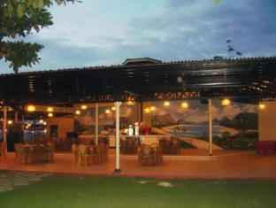 Camp Holiday Resort & Recreation Area Davao - Restaurace