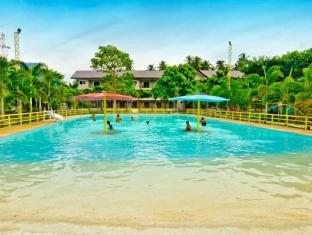 Camp Holiday Resort & Recreation Area Davao - Bazén