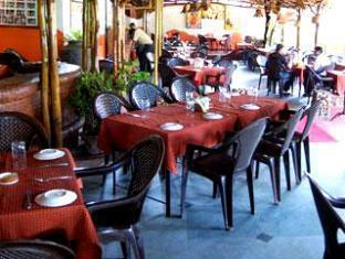Martin's Corner - Bar & Restaurant