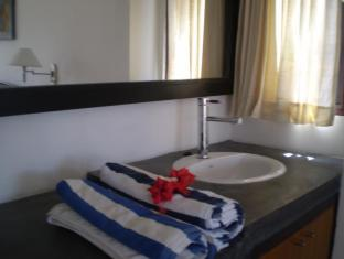 Tamarind Beach Bungalows Bali - Bathroom and Amenities