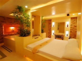 Victoria Court Las Pinas Motorist Lodge Manila - Passion Room