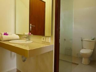 戴萨科普图普特拉普特拉民宿酒店 巴厘岛 - 卫浴间