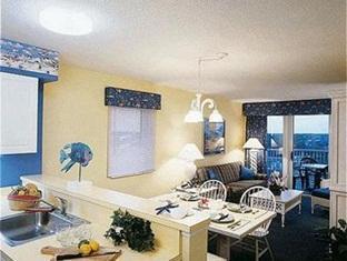 Shore Crest Vacation Villas Hotel Myrtle Beach (SC) - Dining & Living Area