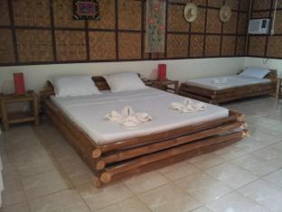 Villa Belza Resort Bohol - King size Room