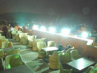 Hotel Royal Sheraton Jaipur - Rooftop bar