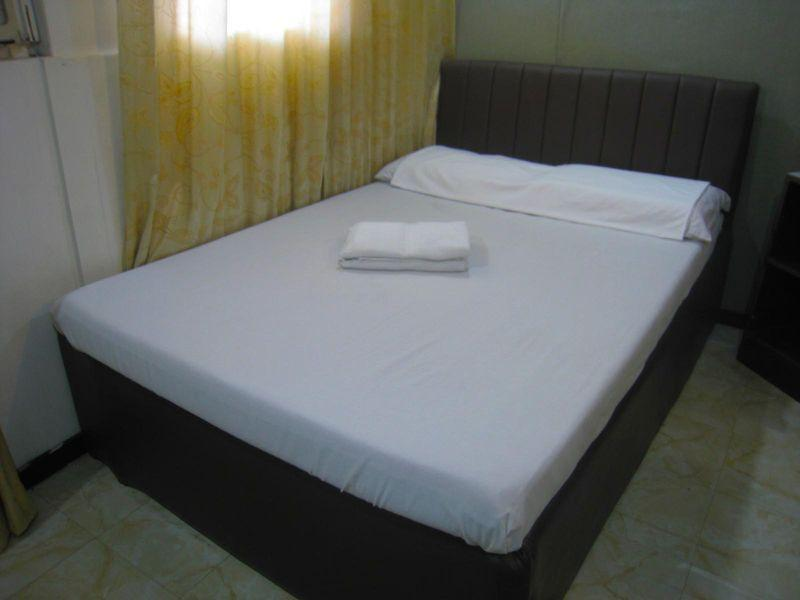 Superior 1 Double Bed(Shared Bathroom)