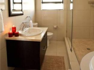 Star Holiday Apartments Cape Town - Apartment Bathroom