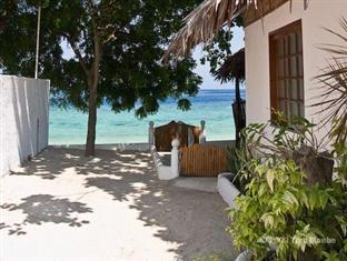 Barefoot White Beach Resort Cebu - Strand