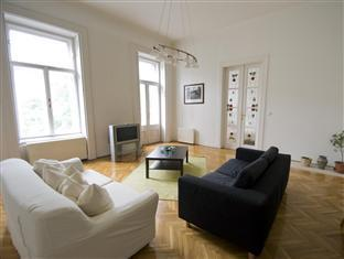 Central Andrassy Avenue Apartment Budapest - Living Room