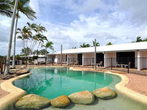Best guest rating in Mission Beach ➦ Eco Village Mission Beach Hotel takes PayPal