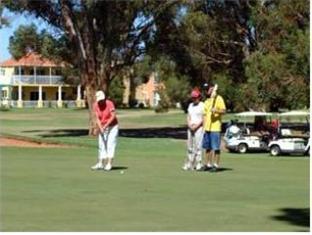 Best guest rating in Mildura ➦ Seven Pines Motor Inn takes PayPal