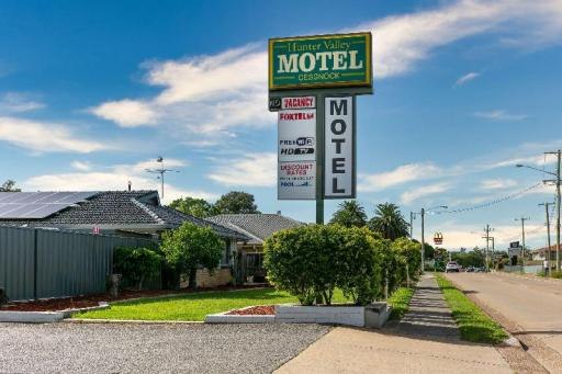 book Cessnock hotels in  without creditcard