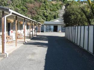 Sierra Beach Front Motel