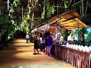 Sinar Serapi Eco Theme Park Resort Kuching - Buffet Area