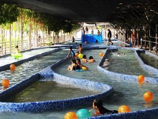 Sinar Serapi Eco Theme Park Resort Kuching - तरणताल