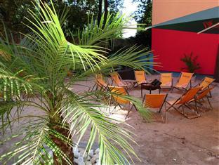 Main Station Hotel & Hostel Berlin - Garden with Beach Sand