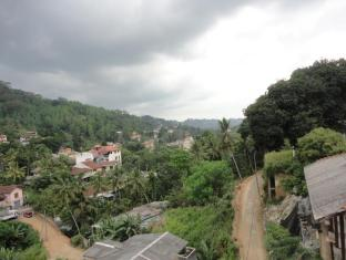 Majestic Tourist Hotel Kandy - View of the Surroundings