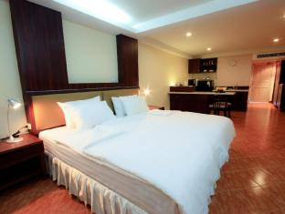 Kamala Sea View Hotel Phuket - Guest room with 2 single beds