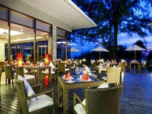 Centara Grand West Sands Resort & Villas Phuket - Restaurang