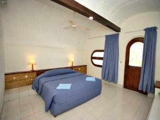 Club Farukolhu - All Inclusive Maldives Islands - Standard Room - Bedroom