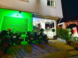 Squareone Phuket - Hotellet udefra