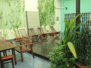 Backpacker's Hostel @ The Little Red Dot Singapore - Garden and Sun Tanning Deck