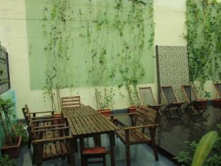Backpacker's Hostel @ The Little Red Dot Singapore - Outdoor Garden and Sun Tanning Deck