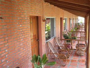 Long Villa Inn Kep - Villa Balcony