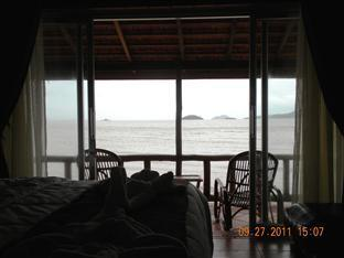 Long Villa Inn Kep - Suite terrace with sea view