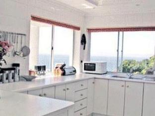 Fish Hoek Luxury Self-Catering Apartments Cape Town - Crows Nest Kitchen