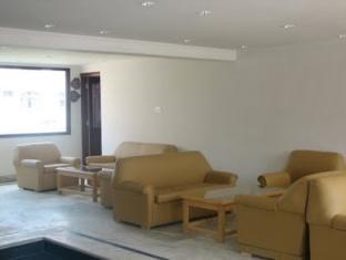 Holiday Plaza Hotel Srinagar - Lobby