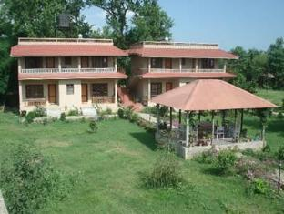 River Bank Inn Chitwan National Park - Utsiden av hotellet