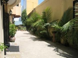 Chateau De Carmen Hotel Cebu - Entrance
