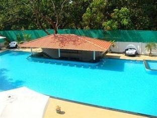 The Royale Assagao Resort North Goa - Pool Bar