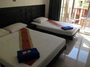 Boomerang Inn Phuket - Hotellihuone