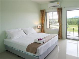Palm Hill Resort guestroom junior suite