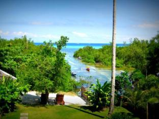 The Cove House Bed & Breakfast Bohol - Garden