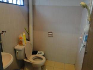 Bandar Tasik Selatan Home Vacation Kuala Lumpur - Bathroom