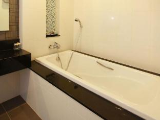 Kalim Beach Place Phuket - Bathtub