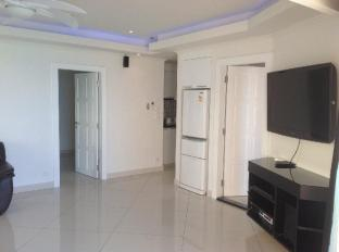Vtsix Condo Rentals at View Talay 6 Pattaya Pattaya - Royal 2 Bedroom living room